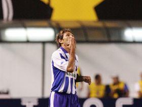 Júnior Amorim comemorando o gol